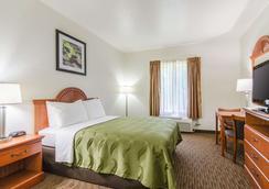 Quality Inn Near Fort Riley - Junction City - Bedroom
