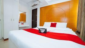 RedDoorz near Bambang Station - Manila - Bedroom