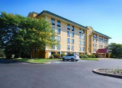 Quality Inn & Suites - Bensalem Township - Building