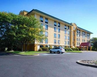 Quality Inn & Suites Bensalem - Bensalem - Gebouw