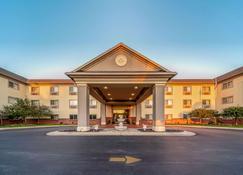 Quality Inn & Suites - Hannibal - Rakennus