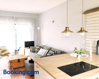 Apartmenthaus Lütt Meer - Gotthun - Wohnzimmer