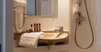 Hotel Daval - Paris - Phòng tắm