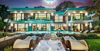 Nirvana Lagoon Villas Suites & Spa - Göynük - Building