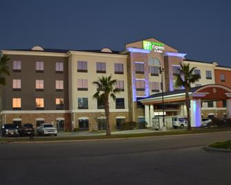 Holiday Inn Express & Suites Seguin - Seguin - Building