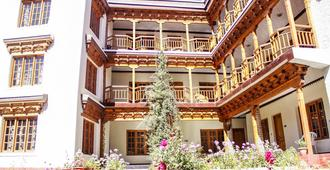 Hotel Grand Willow - Лех