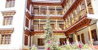 Hotel Grand Willow - Leh