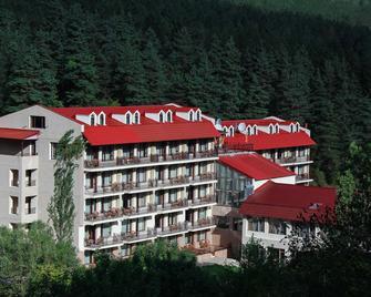 Best Western Plus Paradise Hotel Dilijan - Dilijan - Building