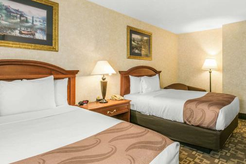 Quality Inn - Edison - Bedroom