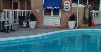 Coral Sands Motel - סיסייד הייטס - בריכה