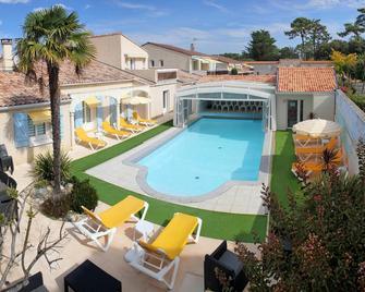 Hôtel Résidence Les Flots - Saint-Palais-sur-Mer - Pool