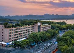 Sofitel Hangzhou Westlake - Hangzhou - Building
