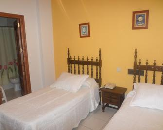Hostal Restaurante Lujuan - Guadalupe - Bedroom
