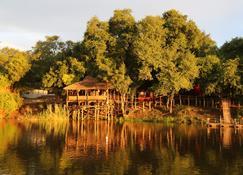 Rainbow River Lodge - Bagani - Vista del exterior