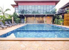 Capital O 727 Be One Resort - Chiang Rai - Zwembad