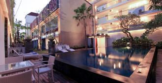 Transera Kamini Legian Hotel - Kuta - Pool