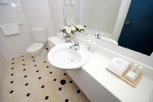 Jet Park Hotel Rotorua - Rotorua - Bathroom
