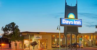 Days Inn by Wyndham Albuquerque Downtown - Albuquerque - Building