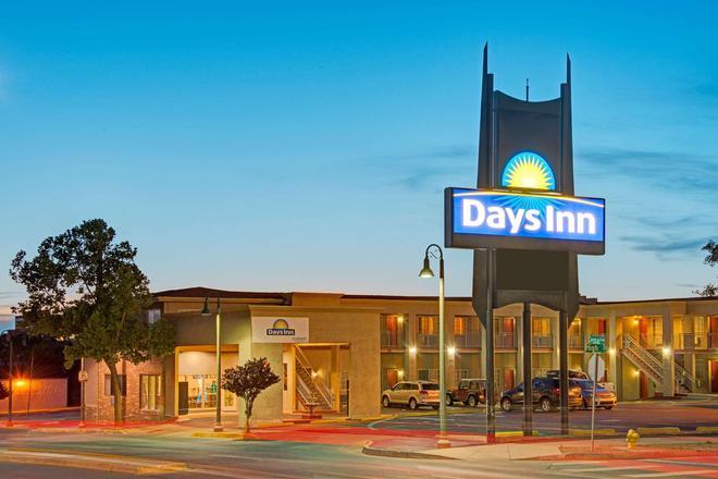 Days Inn by Wyndham Albuquerque Downtown - Albuquerque - Building