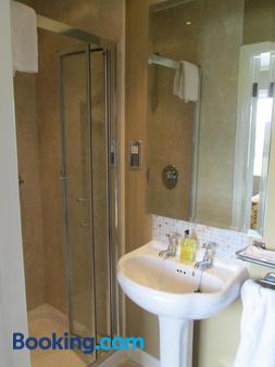 Lios Na Manach Farmhouse B&B - Killarney - Bathroom
