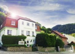 Hotel Garni Haus Sonneneck - Thale - Edifício