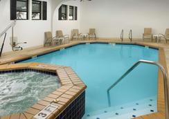 貝斯特韋斯特阿拉莫市區價值酒店 - 聖安東尼奥 - 聖安東尼奧 - 游泳池