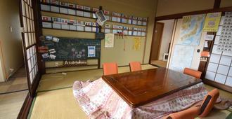 Guesthouse Asobi-Gokoro Kumamoto-City - Hostel - Kumamoto - Dining room