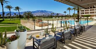DoubleTree by Hilton Golf Resort Palm Springs - Cathedral City - Piscina
