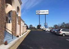 Knights Inn & Suites Near University of Richmond - Richmond - Outdoors view