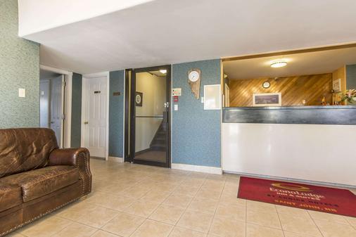 Econo Lodge Inn & Suites - Saint John - Lễ tân