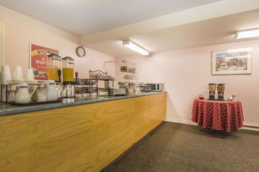 Econo Lodge Inn & Suites - Saint John - Buffet