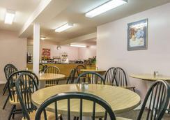 Econo Lodge Inn & Suites - Saint John - Nhà hàng