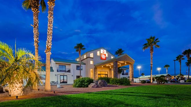Best Western Plus King's Inn & Suites - Kingman - Building