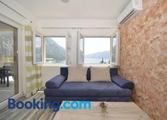 J&p Apartments Orahovac - Kotor - Ruang tamu