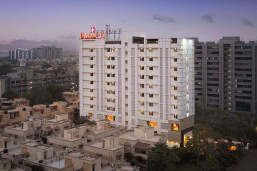 Ramada by Wyndham Ahmedabad - Ahmedabad - Building