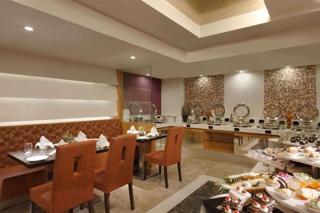 Ramada by Wyndham Ahmedabad - Ahmedabad - Restaurant