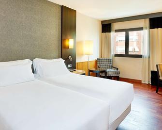 NH Ciudad de Valencia - Valencia - Schlafzimmer