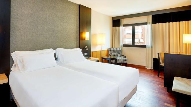NH Ciudad de Valencia - Valencia - Bedroom
