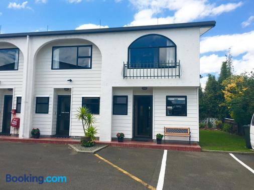 Hacienda Motor Lodge - Palmerston North - Building