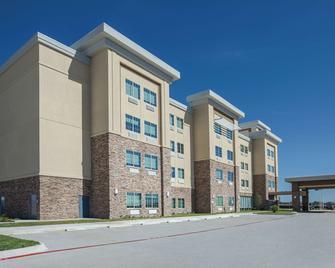 La Quinta Inn & Suites by Wyndham Kingsville - Kingsville - Building