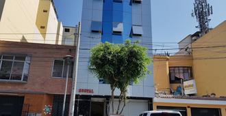 Royal Inn - Lima - Building