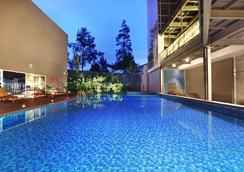 Aston Pasteur Hotel - Bandung - Pool