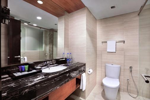 Aston Pasteur Hotel - Bandung - Bathroom