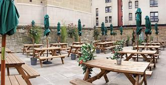 Cowgate Tourist Hostel - Edinburgh - Patio