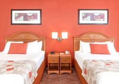 Hawthorn Suites By Wyndham Irving DFW South - Irving - Schlafzimmer