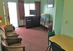 Money Saver Motel - Newport - Olohuone
