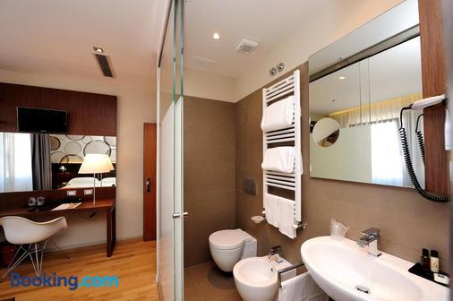 Dal Moro Gallery Hotel - Assisi - Bathroom