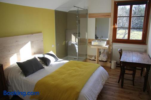 Auberge La Perdrix - Montbenoît - Bedroom