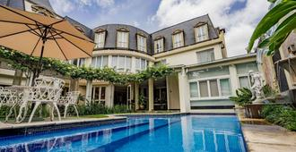 Hotel San Carlos - Guatemala City - Pool