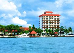 Taj Malabar Resort & Spa, Cochin - Kochi - Building